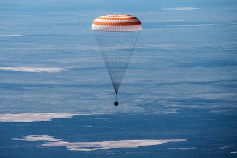 بازگشت فضانوردان به زمین را زنده ببینید