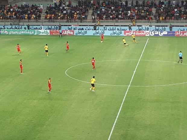 تیم فولاد خوزستان برابر سپاهان متوقف شد