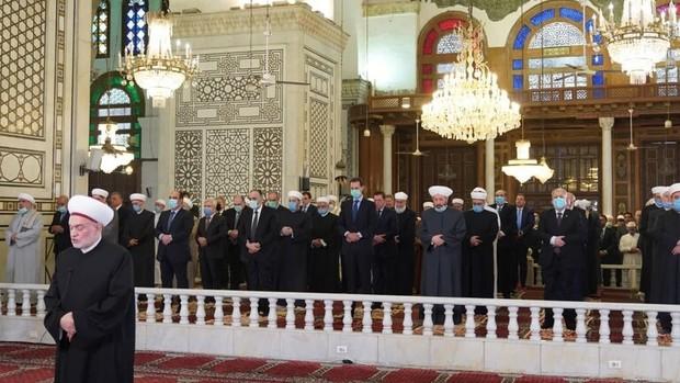 بشار اسد نماز عید فطر را در مسجد اموی دمشق اقامه کرد+تصاویر