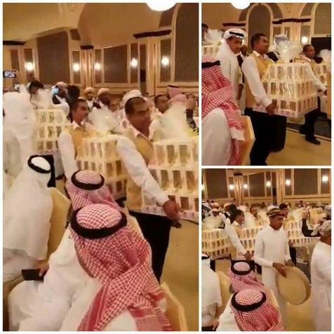 توزیع آیفون 8 بین مهمانان در یک مراسم عروسی!+ عکس