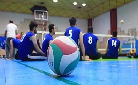 اهدای مدال طلا بازیکن والیبال نشسته به پرستاران