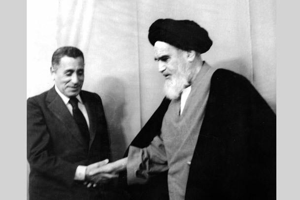 امام خمینی در گفت و گو با حسنین هیکل: ما با منطق اسلام پیش می رویم، از شکست ترس نداریم/ اختناق همگانی به دنبالش انفجار همگانی است