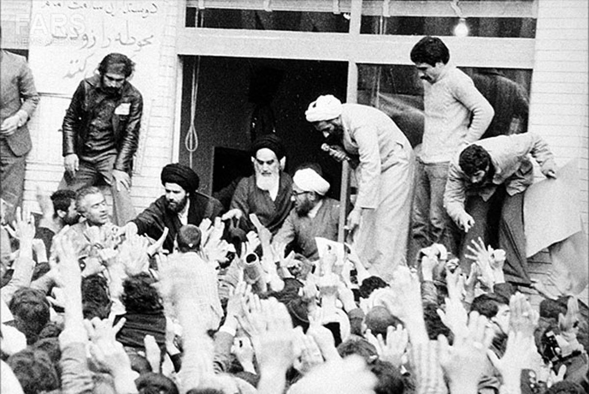 همراه با امام خمینی در روزهای منتهی به انقلاب اسلامی؛ امروز هجدهم بهمن