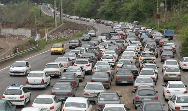 ترافیک در جاده های ورودی مشهد نیمه سنگین است