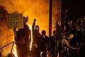معترضان خشمگین دادگاه شهر ناشفیل آمریکا را به آتش کشیدند/ واکنش بایدن