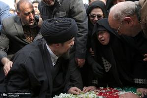 اقامه نماز سید حسن خمینی بر پیکر ٣ تن از شهدای سانحه هواپیمای اوکراینی