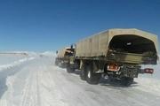 تداوم امدادرسانی ارتش به مناطق گرفتار در برف هشترود و چاراویماق