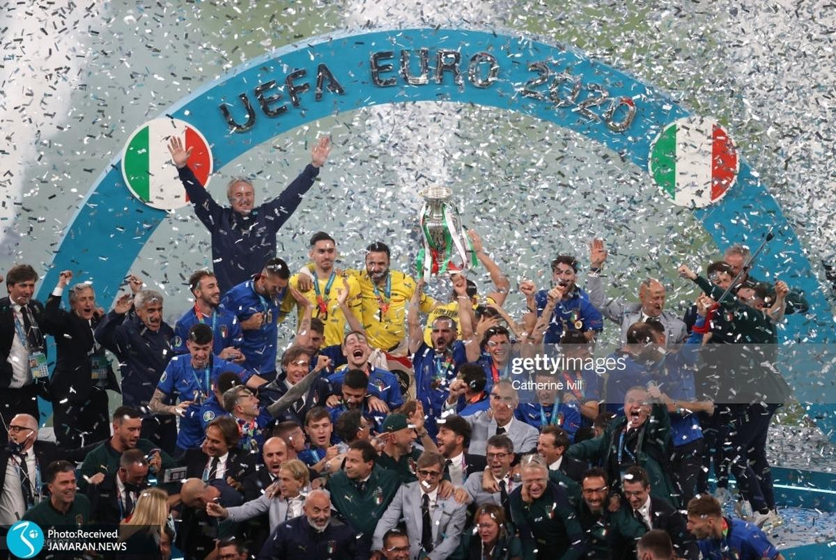 اشک انگلیسی ها در خانه در آمد؛ لحظه بالا بردن جام قهرمانی ایتالیا توسط کیلینی +عکس و ویدیو