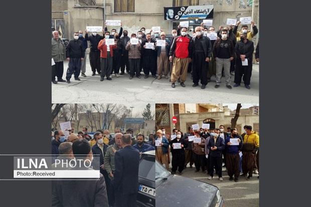 تجمع کارگران ساختمانی شهر سقز در اعتراض به وضعیت سهمیه بیمه + عکس