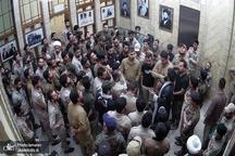 بازدید صدها نفر از عاشقان امام خمینی(س) و اعضای حشدالشعبی عراق از منزل امام در نجف اشرف