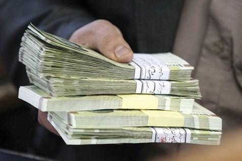 دریافت افزایش حقوق ۴۰۰.۰۰۰ تومانی از سوی کارمندان دولت