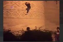 پلیس،بالارونده از دیوار ارگ کریمخان را شناسایی می کند