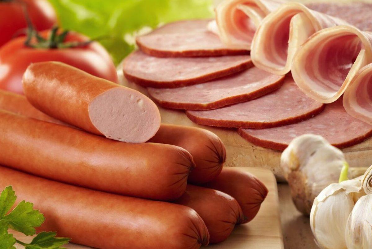 به دلیل گرانی فراوردههای گوشتی؛ مردم کالباس را ورقهای میخرند نه کیلویی!