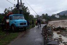 برق 5 روستای تنکابن و رامسر به علت خرابی راه قطع است