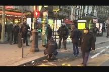 حضور خودروهای زرهی در خیابان های پاریس