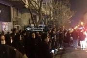 تجمع دوستداران استاد شجریان در مقابل بیمارستان جم/ عکس