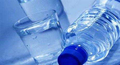 فرق آب معدنی و آب آشامیدنی بسته بندی شده چیست؟