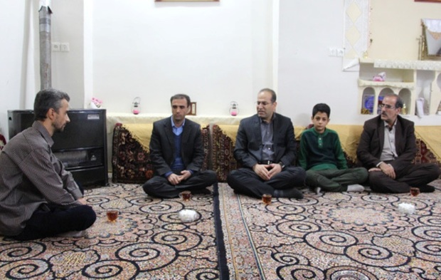 دانش آموز تنبیه شده همدانی دلجویی شد