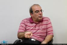 واکنش عباس عبدی به تبلیغ خوردن الکل در شبکه سه!