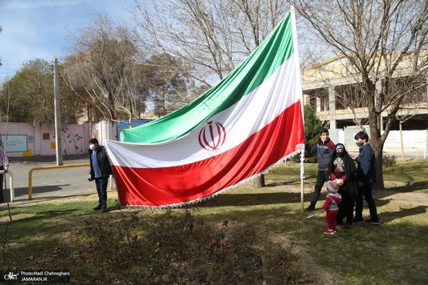 ببینید/ جانبازی که با داشتن یک پا و تنهایی به راهپیمایی 22 بهمن رفت