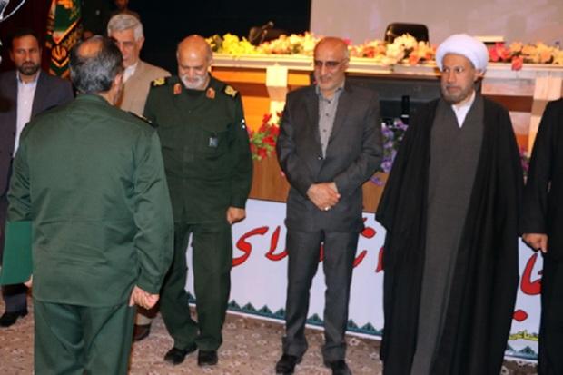 امام جمعه شیراز: خیال آمریکا برای بازگشت به گذشته باطل است