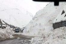 بارش برف راه ارتباطی 372 روستای الیگودرز را بست