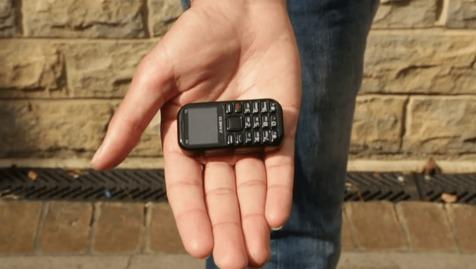 معرفی کوچکترین گوشی دنیا با ۷ روز دوام باتری