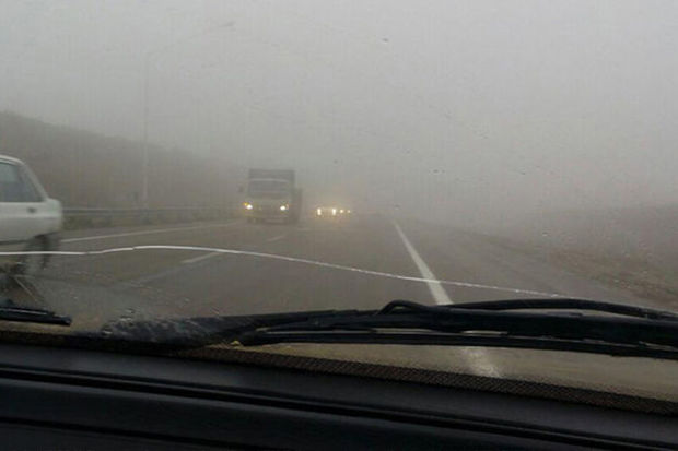 آزاد راه زنجان - تبریز پوشیده از مه غلیظ است