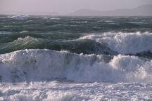 دریا در محدوده جزایر غریی خلیج فارس مواج است