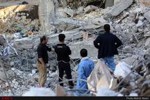 سرقتی در مناطق زلزلهزده دالاهو رخ نداده است  همراهی نیروی انتظامی با مردم زلزلهزده