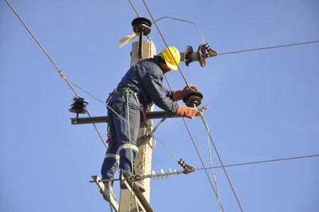 120 پروژه عمرانی در حوزه برق دامغان اجرا شد