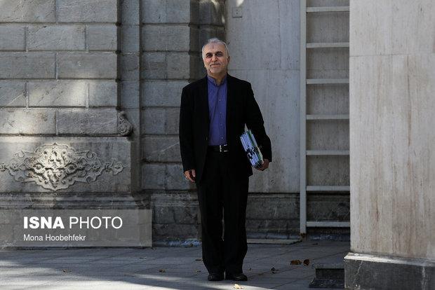 وزیر امور اقتصادی و دارایی در سفری دو روزه وارد بندرعباس شد