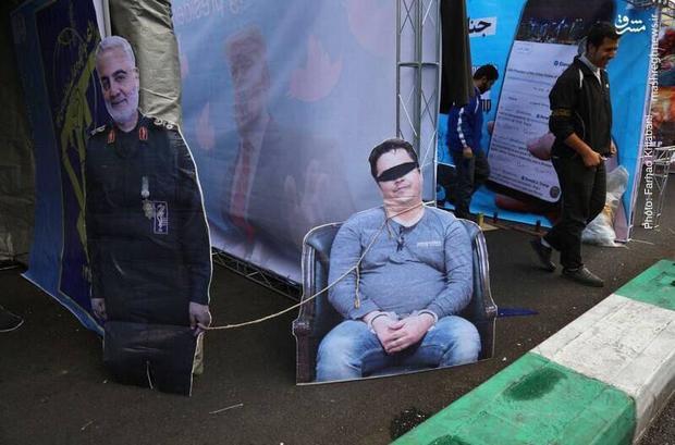 عکس/  روح الله زم در راهپیمایی 13 آبان تهران!