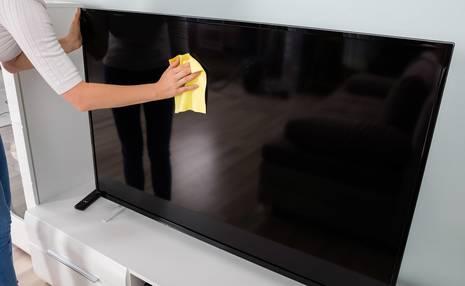 بهترین روش تمیز کردن صفحه نمایش تلویزیون LED  و LCD/ انواع تلویزیون های لامپ تصویردار و ریموت کنترل