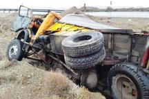 واژگونی کامیون در محور آرادان- سرخه یک کشته داشت
