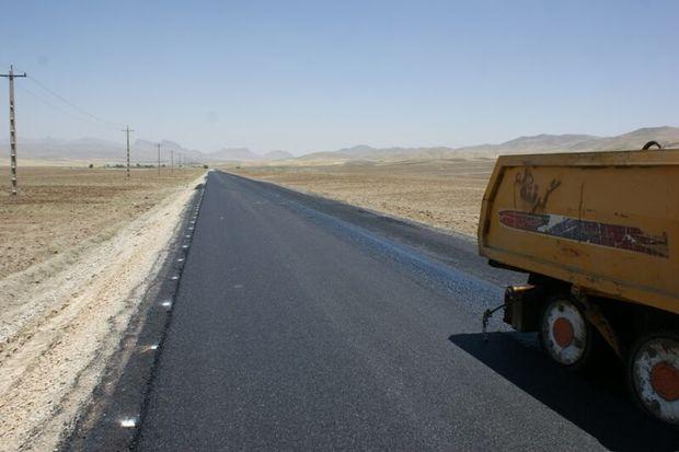 بخشی از جاده اردستان- نایین با طرح بازیافت سرد آسفالت بهسازی شد