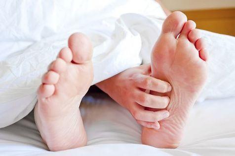 علت سردی پاها و درمان آن