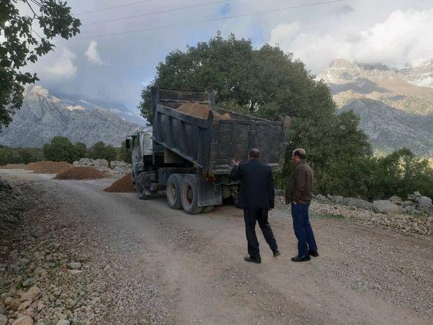 پروژه آسفالت راه دسترسی ۵۰ روستای اندیکا آغاز شد