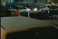 ازدحام همراهان قربانیان مصرف الکل تقلبی در اهواز مقابل بیمارستان امام