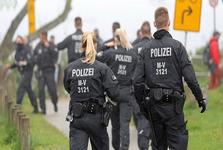 تلاش شبه نظامیان آلمانی برای جلوگیری از ورود مهاجران