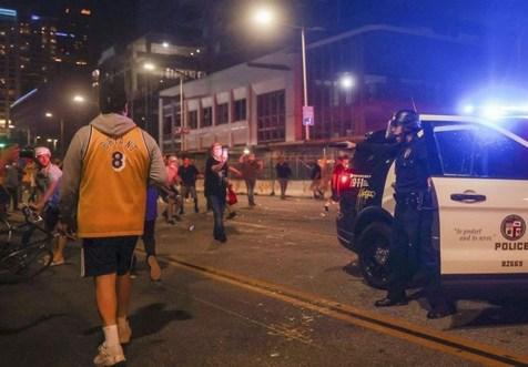 بازداشت ۷۶ هوادار تیم بسکتبال لیکرز