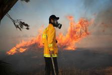 مبارزان فلسطینی مناطق اشغالی غلاف غزه را به آتش کشیدند