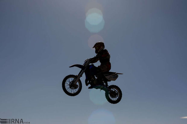 ۱۰ دستگاه موتور سیکلت سنگین در اراک توقیف شد