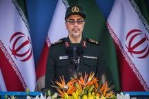 حضور سرلشکر باقری در مناطق زلزلهزده کرمانشاه
