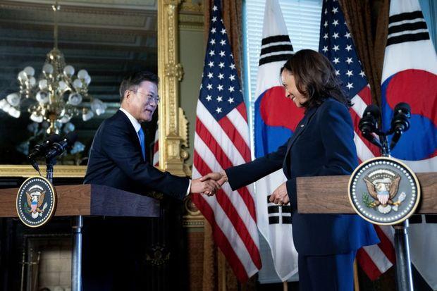عکس/ توهین معاون بایدن به رئیس جمهور کره جنوبی
