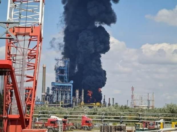 انفجار و آتش سوزی مهیب در یکی از بزرگترین پالایشگاه های اروپا+تصاویر