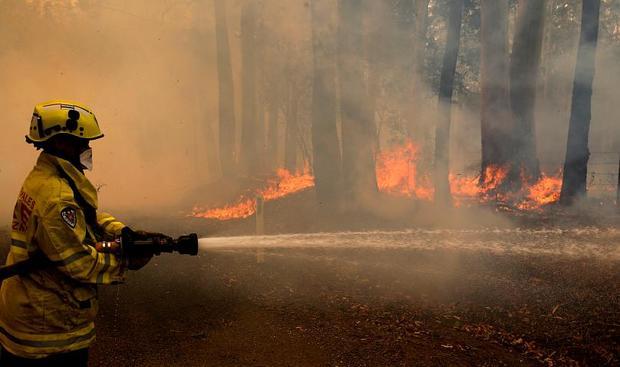 تخلیه چندین شهر در استرالیا در پی آتش سوزی+تصاویر