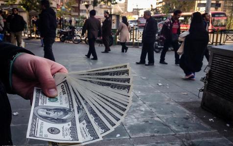 معامله خیابانی دلار در حکم قاچاق است