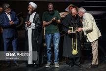 علی مطهری و علی نصیریان روی صحنه تئاتر شهر+عکس