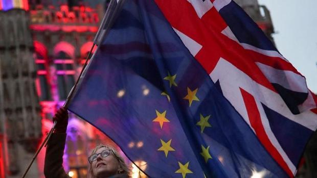 دعوای اروپا و انگلیس بر سر برکسیت باعث سقوط ارزش پوند شد